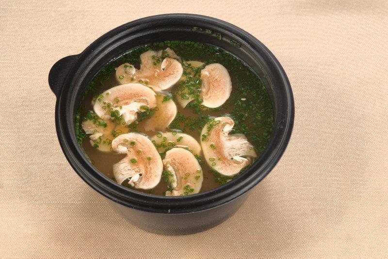 Грибной суп на мясном бульоне из сухих грибов